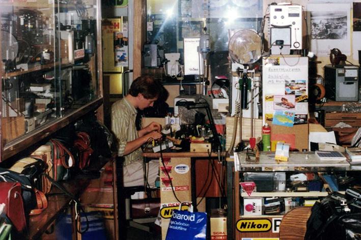 Matthias repariert Fotoapparate
